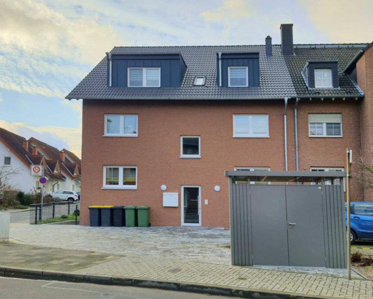 Merhfamilienhaus in Dormagen Straberg Frontseite