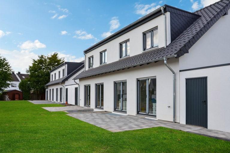 Pulheim, Doppelhäuser Gartenseite