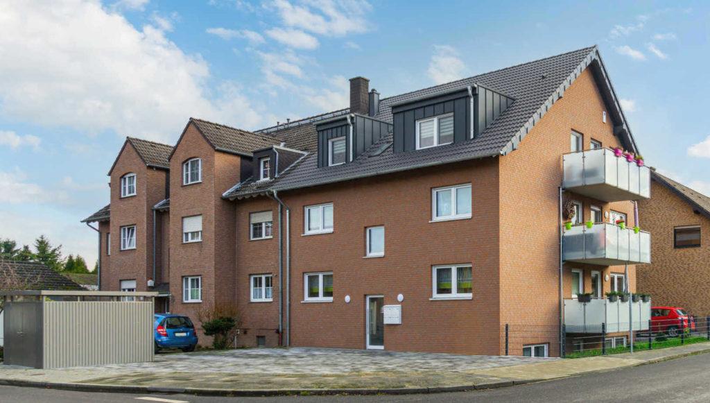 Mehrfamilienhaus in Dormagen Straberg mit Balkonen