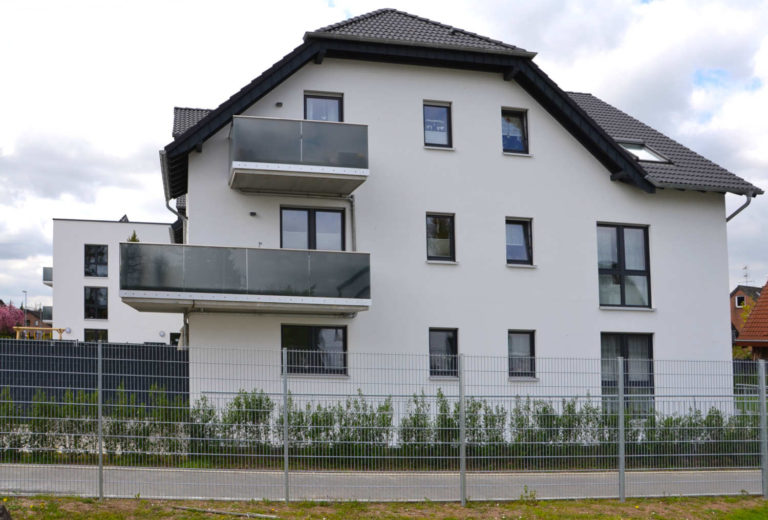 Giebelseite eines Mehrfamilienhauses in Pulheim Sinnersdorf