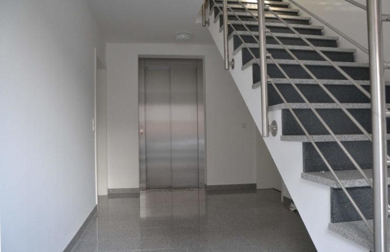 Bildergalerie: Treppenhaus mit Aufzug